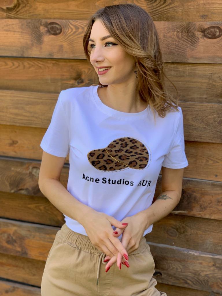 Женская футболка с нашивкой